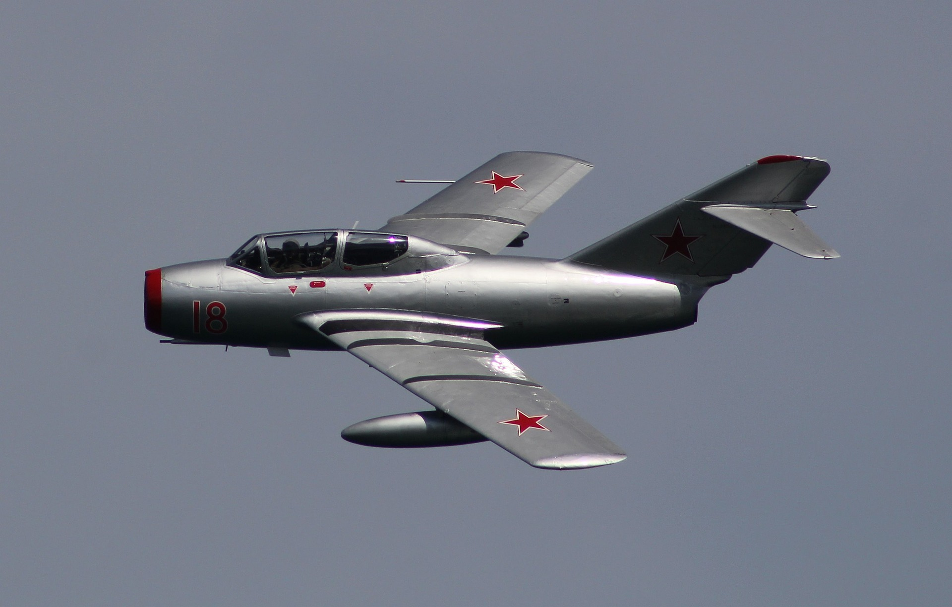 the-mig-15-2559805_1920